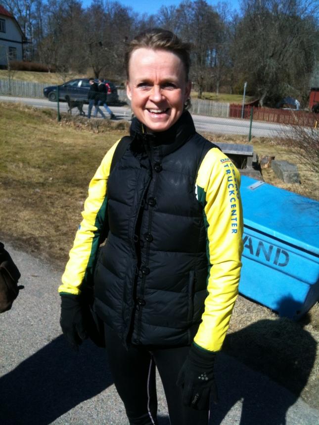 Damsegraren Annika Bardh var glad efter segern  halvmaratonen!