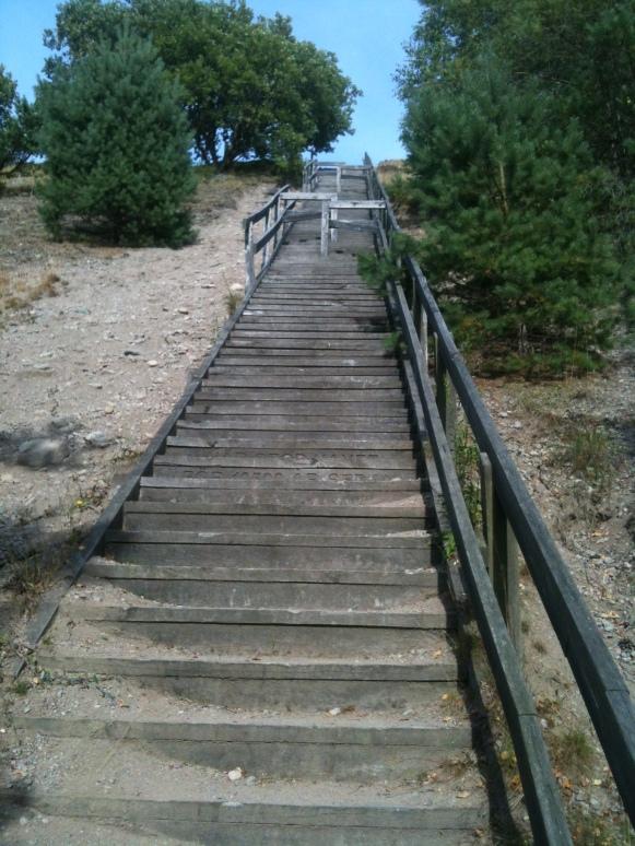 Tuffa trappan upp till Fjärås Bräcka från grusgrops sidan
