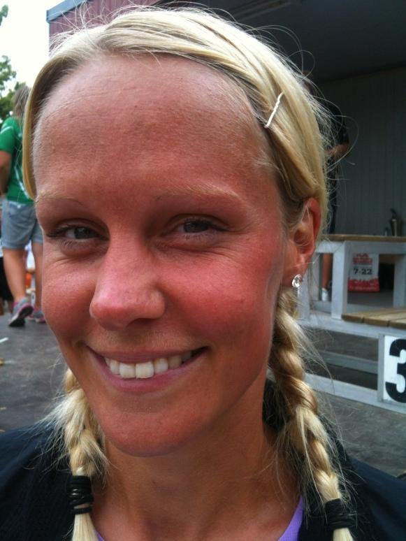 Madeleine Larsson efter segern i Falkenbergs Stadslopp