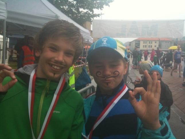 1,9 kilometer sprang dessa mustasch klädda ... killar!