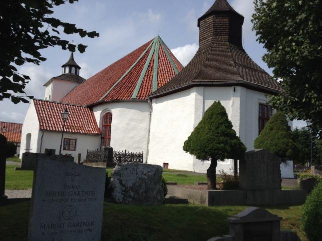 Runt Onsala kyrka blir det säkert i morgon!