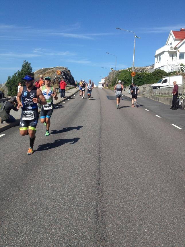 Triathleterna springer fram och tillbaka.